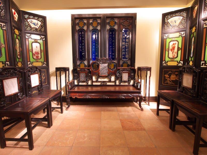 Hong Kong Woonkamer : Oude chinese woonkamer redactionele afbeelding afbeelding