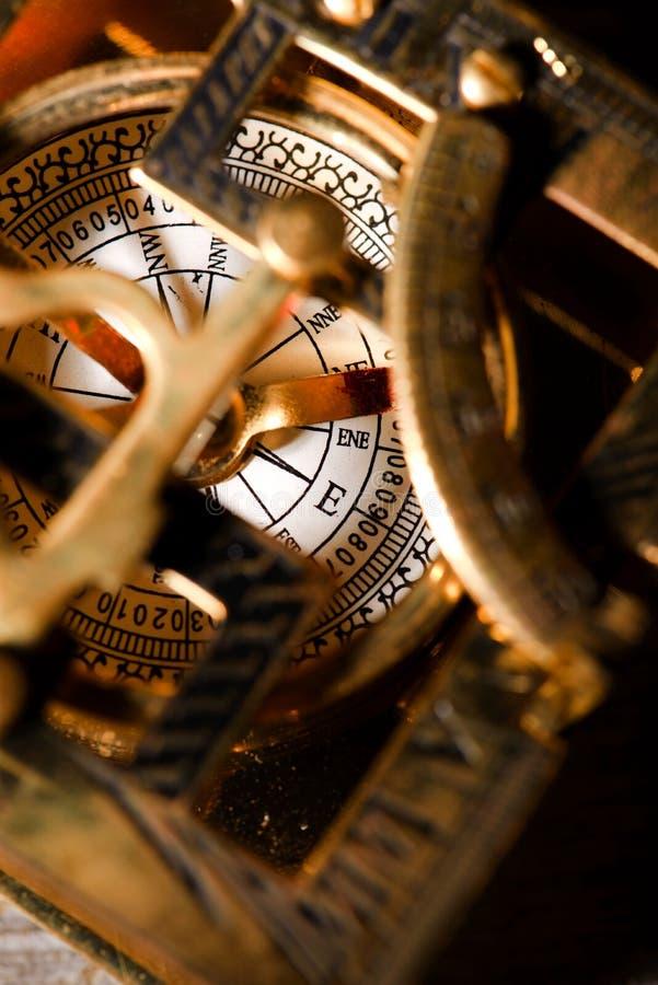 Oude compas in de klok van de messingszon royalty-vrije stock foto