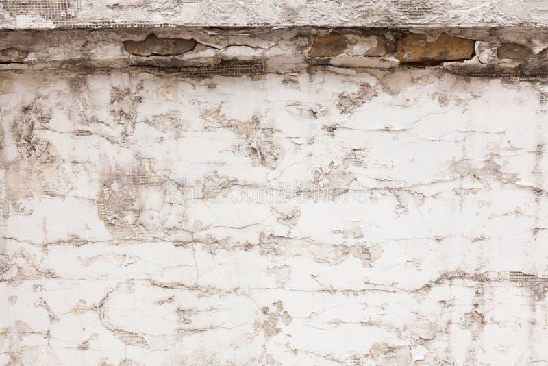 Oude concrete muur met barsten stock afbeelding