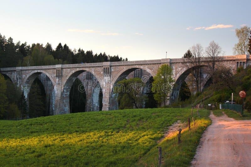 Oude concrete spoorwegbruggen in Stanczyki, Mazury, Polen royalty-vrije stock afbeeldingen