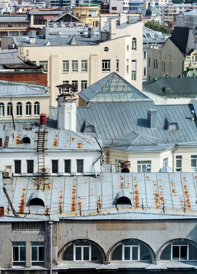 Oude daken van huizen stock foto's