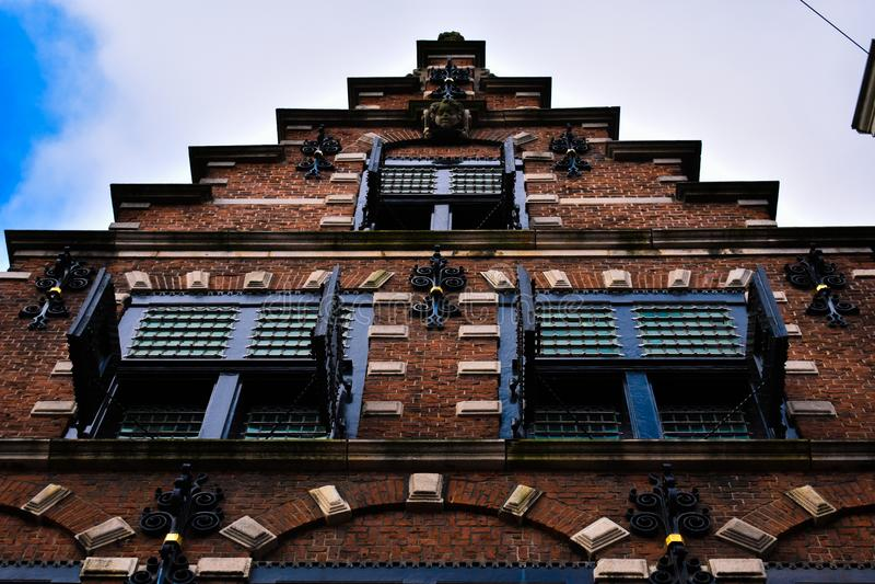 Oude de Baksteen Houten Vensters van Haarlem van de tredevoorgevel royalty-vrije stock foto