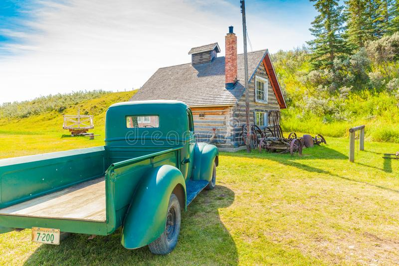 Oude de boerderij van baru verbetert en oud Canadees blokhuis stock afbeelding