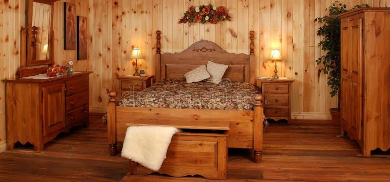 Oude de slaapkamerreeks van het pijnboomhout stock afbeeldingen