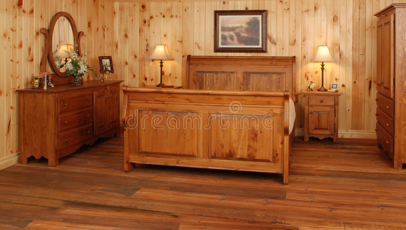 Oude de slaapkamerreeks van het pijnboomhout royalty-vrije stock foto