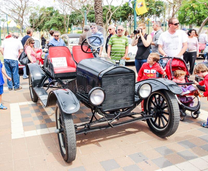 Oude de Snelheidsmaniak 1925 cabriolet van Ford Model T bij een tentoonstelling van oude auto's in Kiryat Motskin stock foto