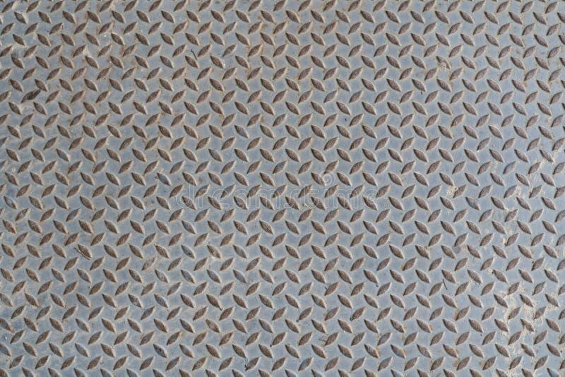 Oude de vloerplaat van het staalmetaal met de textuurachtergrond van het diamantpatroon stock fotografie
