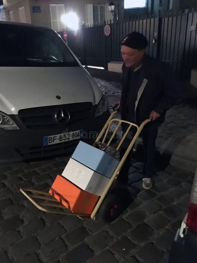 Oude deliverer Parijs stock afbeelding