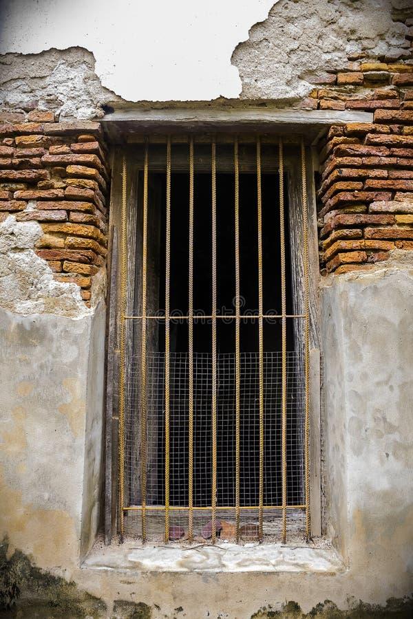 Oude deur en muurtempel in Thailand stock afbeeldingen