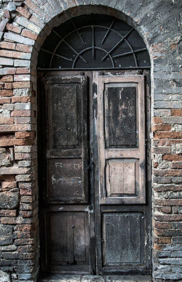Oude deur in Italië royalty-vrije stock afbeelding