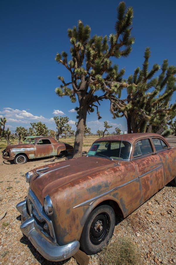 Oude die Auto in de Woestijn van Arizona wordt verlaten stock foto