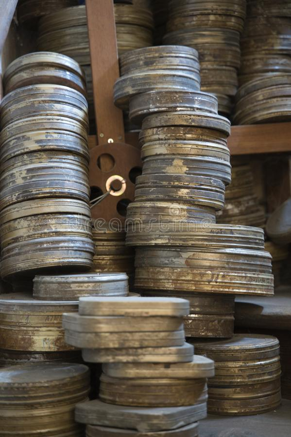 Oude die films in filmblikken worden opgeslagen, oud bioskoopconcept praag royalty-vrije stock foto's