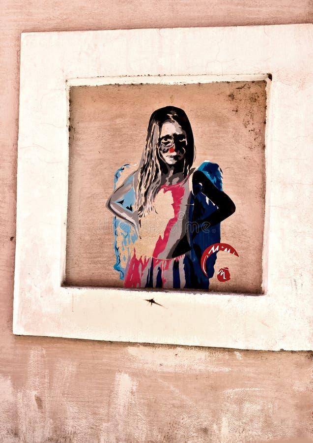 Oude die huismuur met Grafisch in Trastevere-district wordt behandeld Mooie oude vensters in Rome (Italië) royalty-vrije illustratie