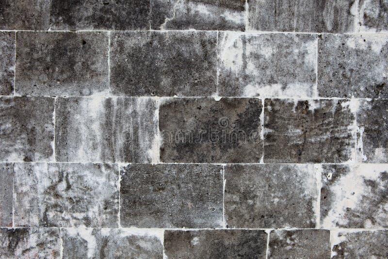 Oude die muur van lichte stenen wordt gemaakt royalty-vrije stock afbeelding