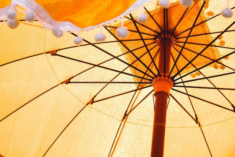 Oude die paraplu's in de ordeningsceremonie worden gebruikt stock afbeeldingen