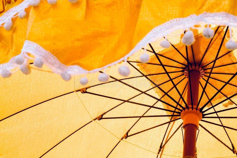 Oude die paraplu's in de ordeningsceremonie worden gebruikt stock fotografie