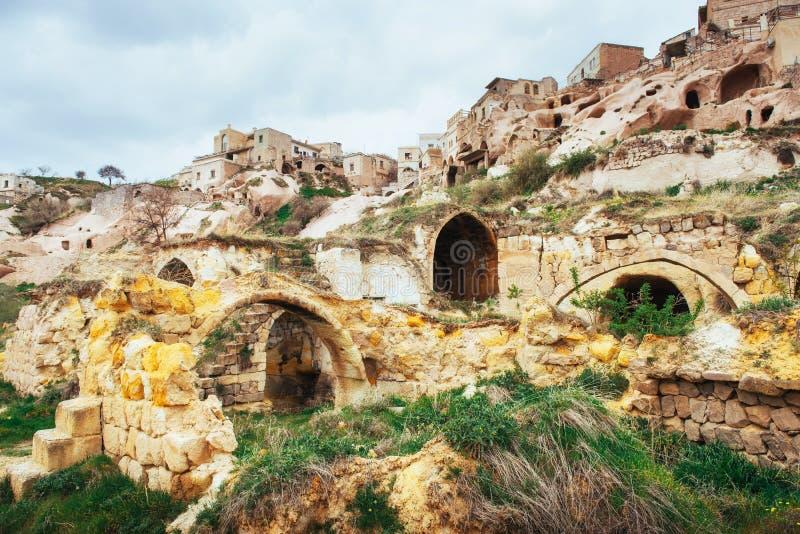 Oude die stad en een kasteel van Uchisar wordt gegraven van royalty-vrije stock foto's