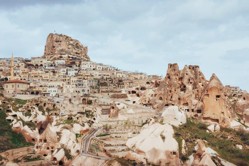 Oude die stad en een kasteel van Uchisar wordt gegraven van royalty-vrije stock foto