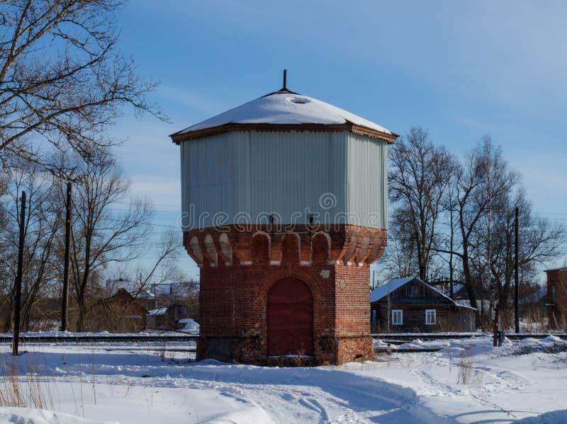 Oude die watertoren van baksteen wordt gemaakt royalty-vrije stock foto's