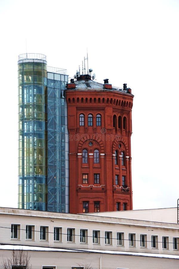 Oude die watertoren van bakstenen wordt gemaakt royalty-vrije stock foto