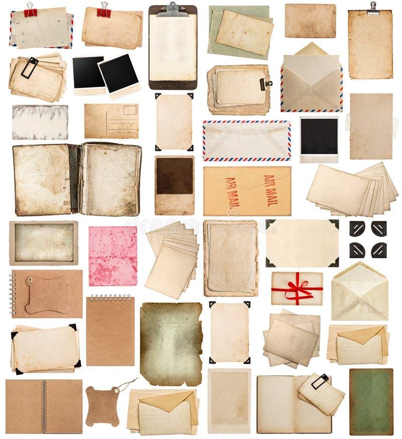 Oude document bladen, boeken, pagina's en oude prentbriefkaaren die op wh worden geïsoleerd stock foto's