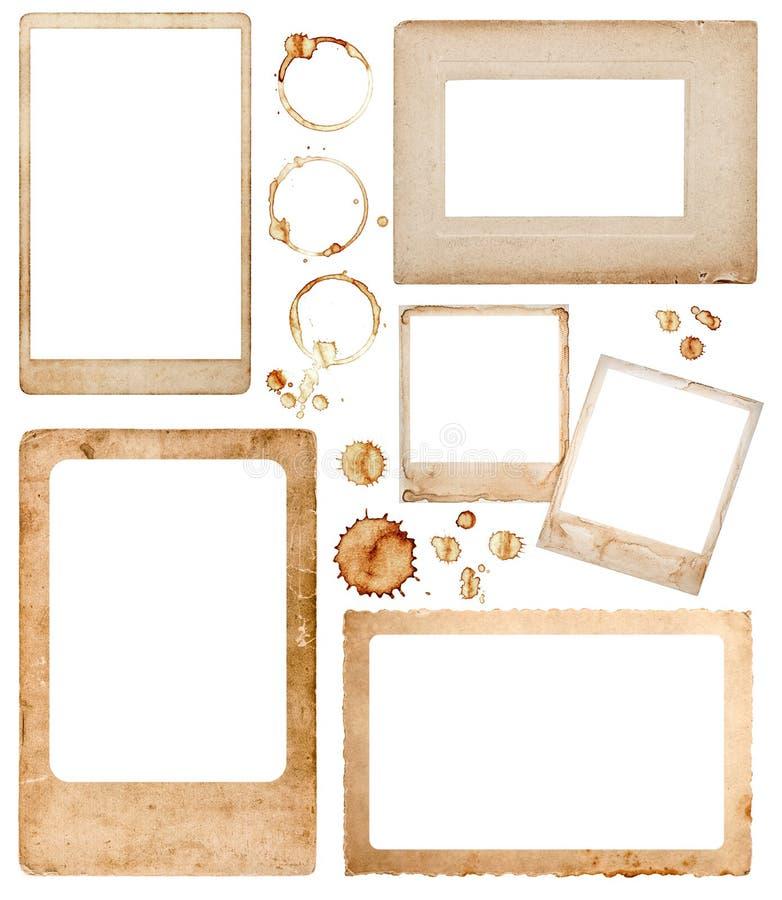 Oude document fotokaders en koffievlekken De elementen van het plakboek stock foto's