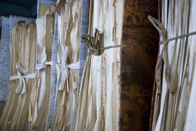 Oude documenten in archief in folder royalty-vrije stock fotografie
