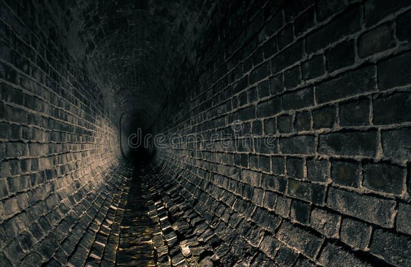 Oude donkere afvoerkanaalcatacomben royalty-vrije stock afbeeldingen