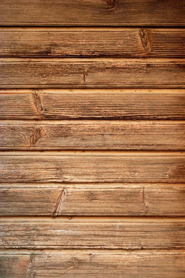 Oude Donkere ruwe houten vloer of oppervlakte met splinters en knopen Bruine eiken houttextuur oude panelen als achtergrond stock foto