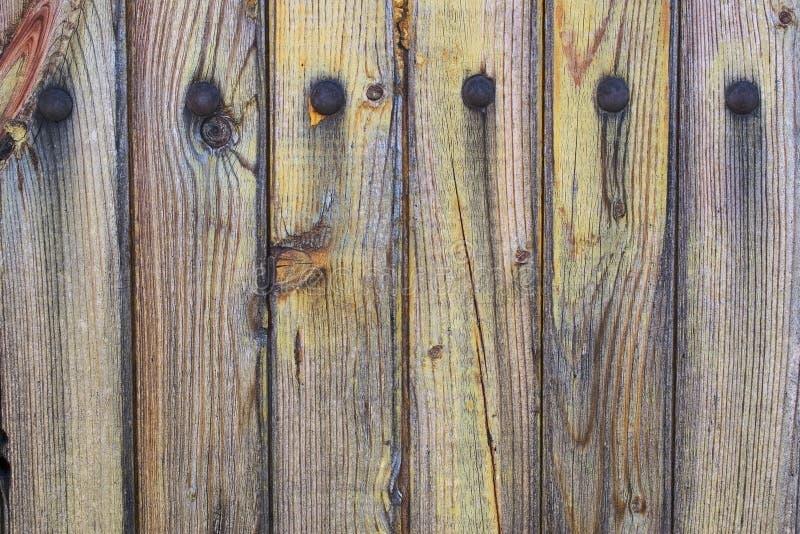Oude doorstane en versleten houten planken stock fotografie