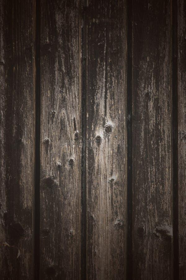 Oude doorstane houten muurachtergrond royalty-vrije stock foto's