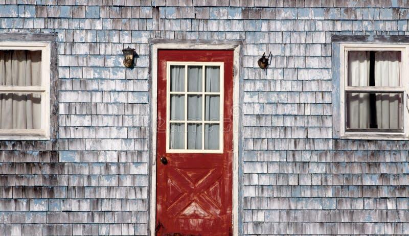 Oude, doorstane huisvoorzijde royalty-vrije stock fotografie
