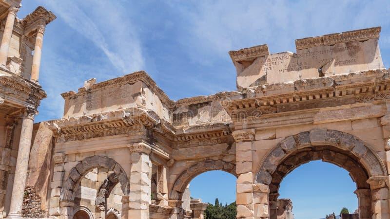 Oude drievoudige poort bij Ephesus-bibliotheek royalty-vrije stock afbeelding