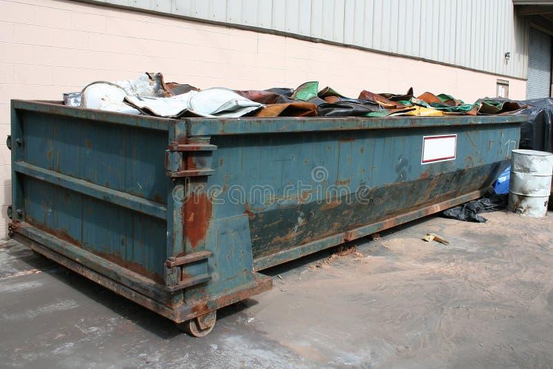 Oude dumpster stock foto's