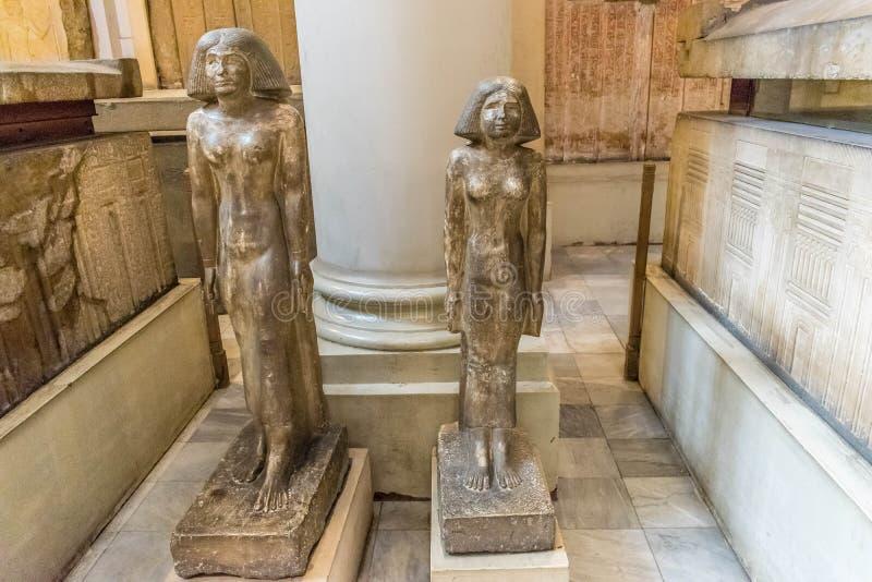 Oude Egyptische standbeelden van moeder en dochter stock fotografie