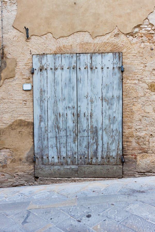 Oude elegante deur in Italië stock foto