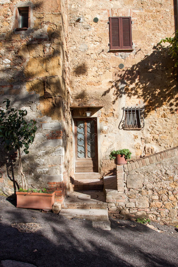 Oude elegante deur Toscaans Italië royalty-vrije stock afbeelding