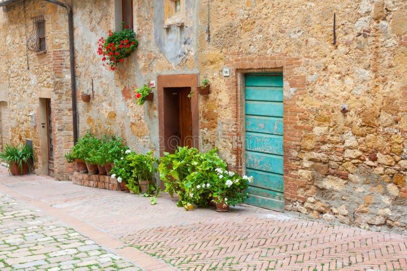 Oude elegante deuren van Toscaans Italië royalty-vrije stock afbeelding