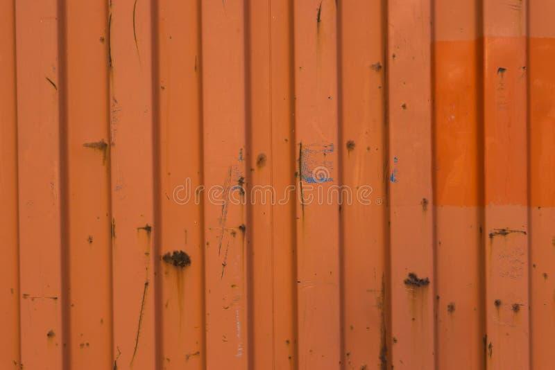 Oude en beetje roestige oude metaal overzeese container op macro dichte omhoog logistische achtergrond stock afbeelding