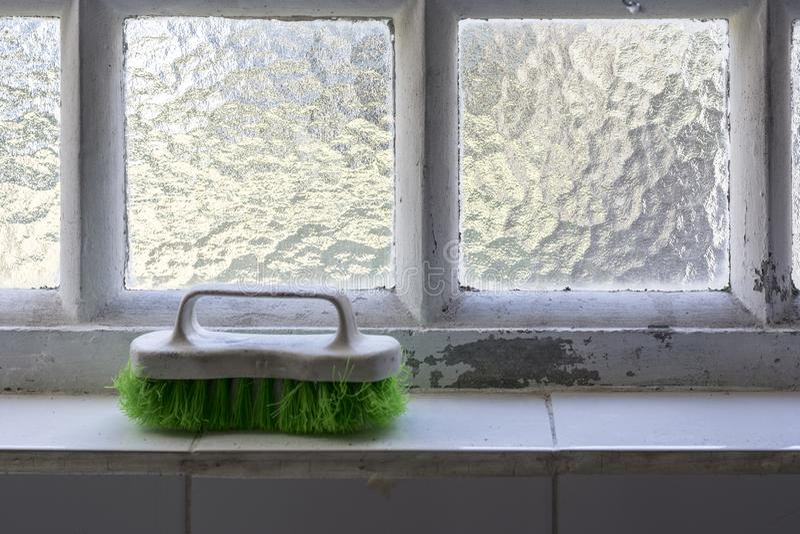 Oude en gebruikte borstel voor waskleren stock foto