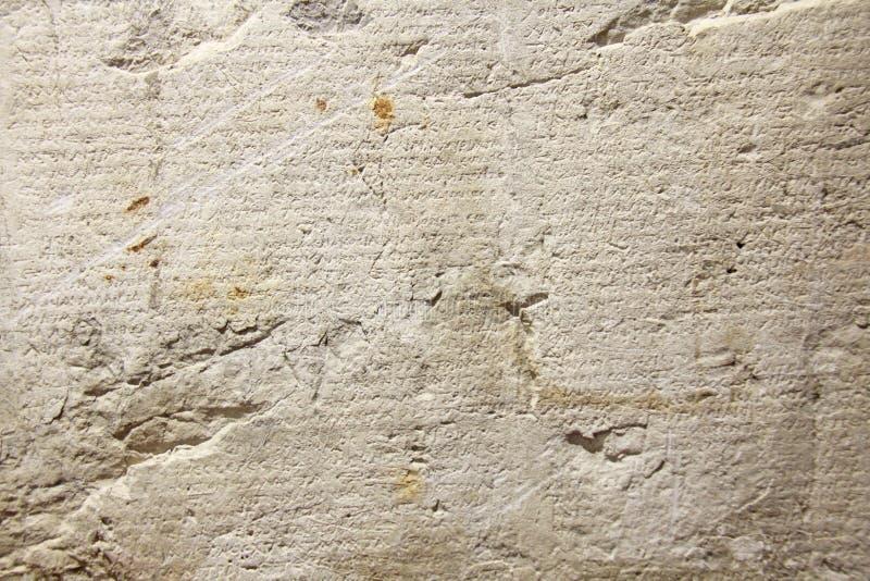 Oude en Oude Historische Antieke Griekse Tekst op Clay Tablets Vindt in het Museum van de Stad van Taormina, het Eiland van Sicil royalty-vrije stock foto