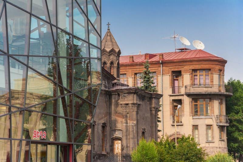 Oude en moderne architectuur in Gyumri stock foto