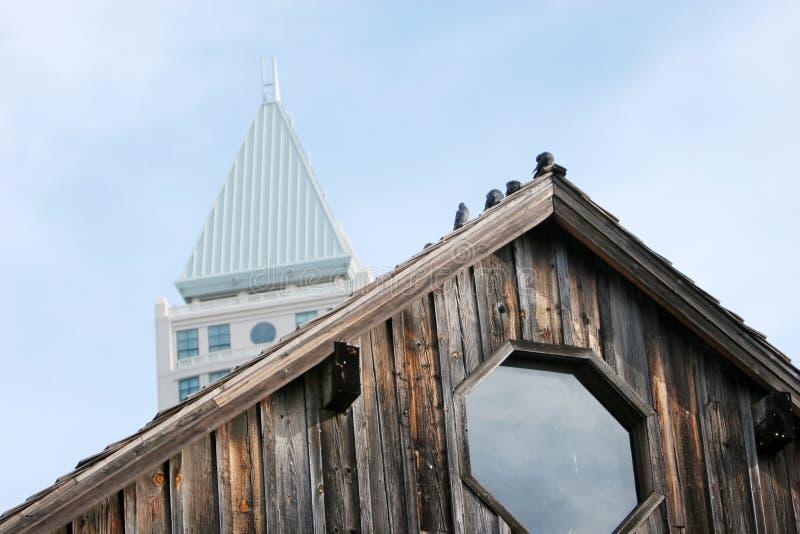 Oude en nieuwe gebouwen stock afbeelding