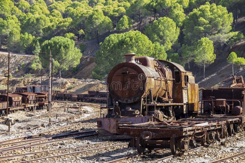 Oude en roestige treinlocomotief royalty-vrije stock afbeelding