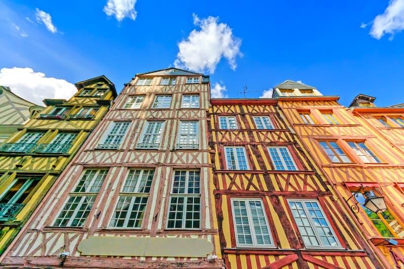 Oude houten voorzijden in Rouen. Normandië, Frankrijk. stock foto's