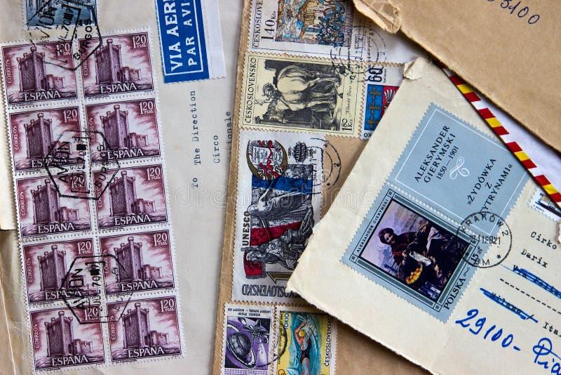 Oude enveloppen die aan Italië in de jaren '60 worden verzonden royalty-vrije stock foto