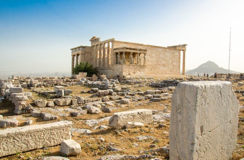 Oude Erechtheion-tempel op Akropolisheuvel in Athene, Griekenland stock afbeeldingen