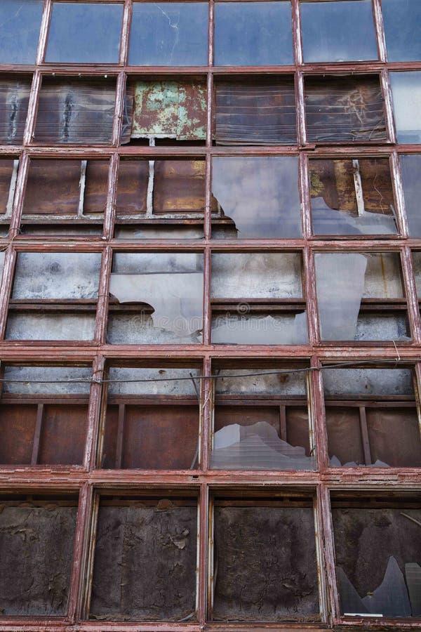 Oude fabrieksvensters stock fotografie