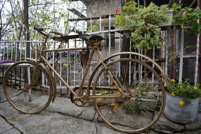 Oude fiets royalty-vrije stock foto's