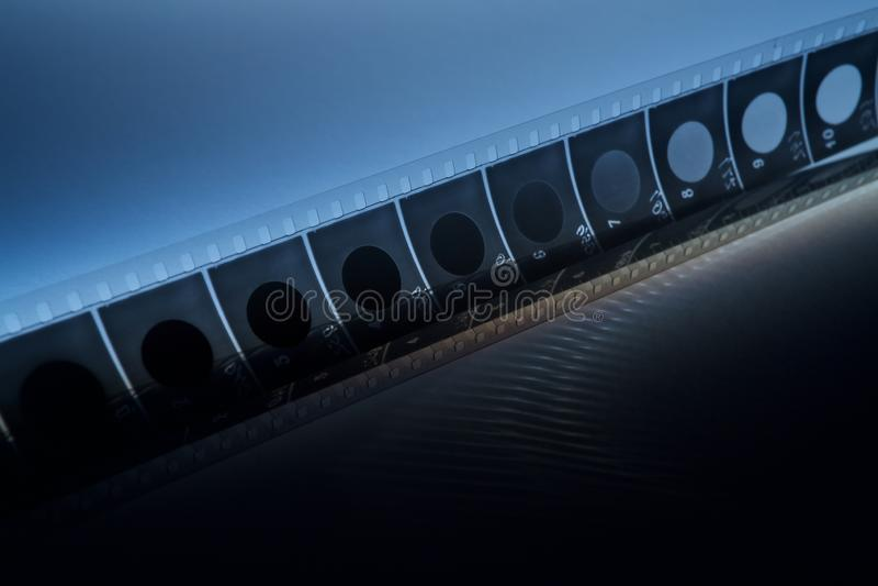 Oude filmstrook met blauwe schaduw op dark royalty-vrije stock afbeeldingen